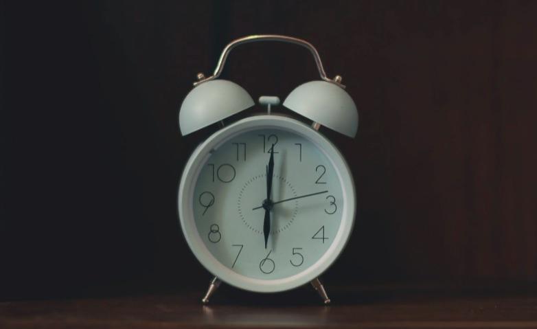 svegliarsi presto la mattina